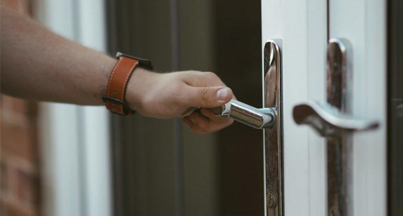 zamknięte drzwi