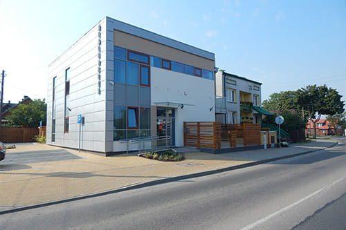 zdjęcie budynku biblioteki w wasilkowie
