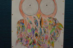 rysunek bajkowej sowy namalowany przez dzieci