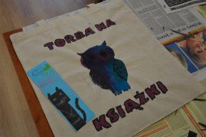 torba na książki z rydunkiech sowy wykonana przez dzieci