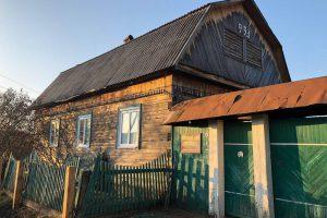 zdjęcie przedstawiajace dom na syberii