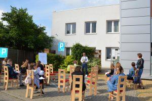 narodowe czytanie balladyny na podwórzu biblioteki w wasilkowie