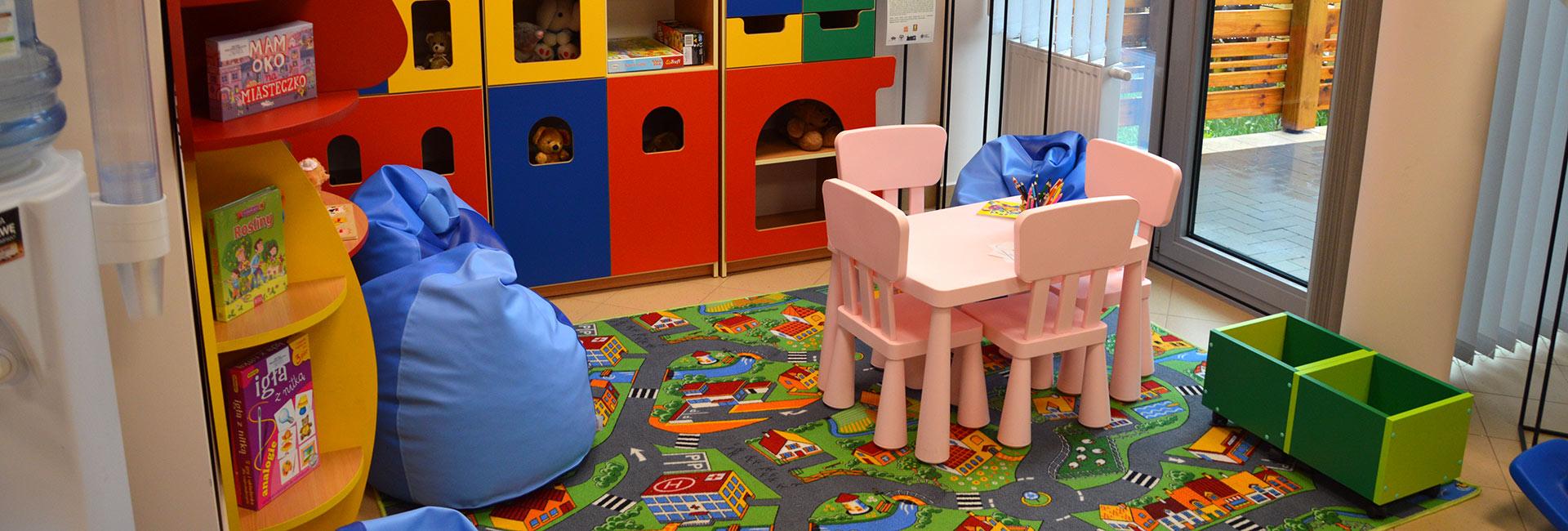 zdjęcie wnętrza biblioteki, pokój dla dzieci